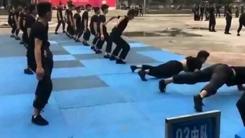 警校学生训练,这趴下去脚肯定很疼!