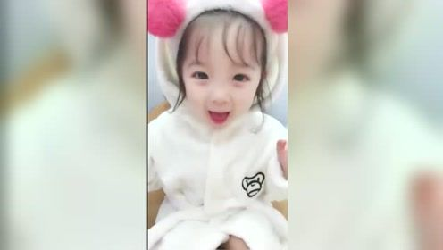 小美女也太可爱了,爸妈真幸福,生出这么可爱