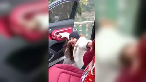 美女,你上错车了没关系,别跑啊
