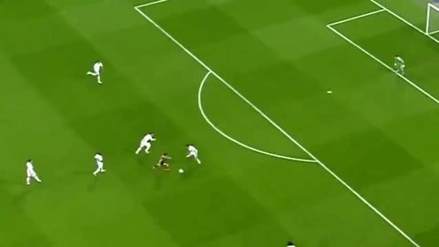 梅西和C罗上一次在欧冠相遇是在2011年,中场大师布斯克茨在那场比赛上演世纪助攻!