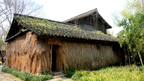 四川有个破草屋,参观一次收费50元,为何每天游客络绎不绝?