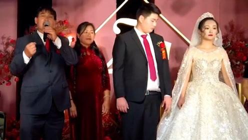 儿子婚礼,朱之文激动献唱场面壮观,都快成了大衣哥的演唱会了!
