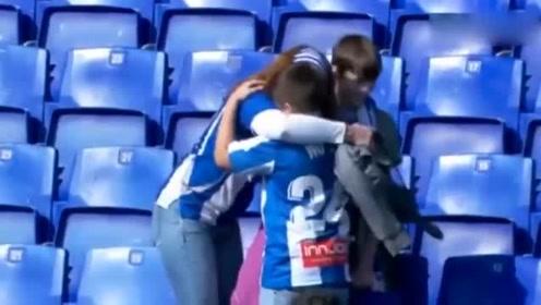 武磊西甲进入首球后赠送球衣,接到球衣小球迷喜极而泣