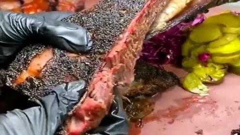 看看美国人烤的牛肉,这样还能吃吗?