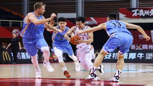 北京首钢又输球输人!滑铲踢人+勾脚肘击,CBA联盟或重罚