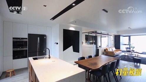 黑色也能成为居家主角?设计师给空间做减法,精妙用色