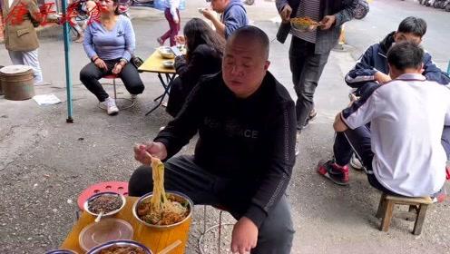 柳州10元小铁盆螺狮粉,再来碗冰豆脑,又辣又凉真过瘾!