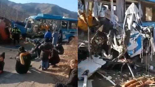 """2人死亡!河北一公交车与半挂车惨烈相撞,车身扭曲粉碎""""面目全非"""""""