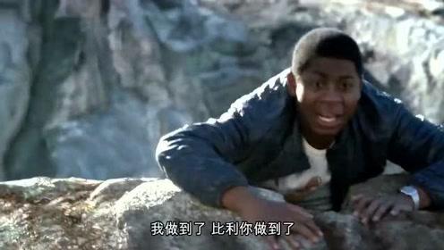 搞笑:小伙拥有超强的跳跃能力,能轻松越过峡