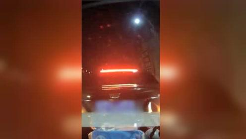 男子30秒内两次追尾同一辆车,同车女子和前车司机都绝望了