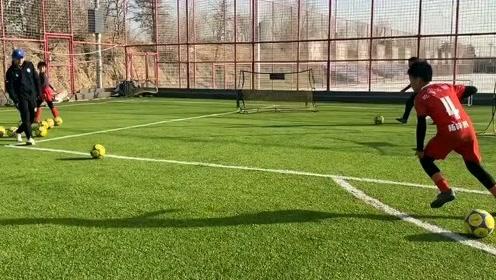 中国足球小将踏实训练,充满希望!