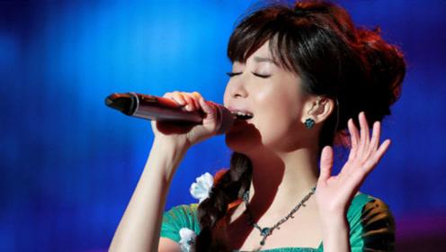 孟庭苇《羞答答的玫瑰静悄悄地开》,不仅歌好听,人更美