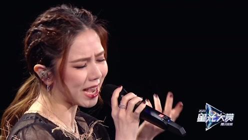 """All Star Night: Deng Ziqi sings """"Guang Nian Zhi Wai"""""""