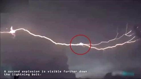 UFO被闪电击毁?闪电慢镜头时现多个不明飞行物!的图片
