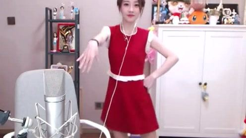 俏皮女神冯提莫跳海草舞!网友:这是我见过最漂亮的海草!