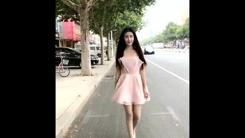 美女主播街上自拍,真的很担心她影响交通