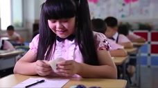 熊孩子考试传字条,女同学以为是答案,结果尴尬了!
