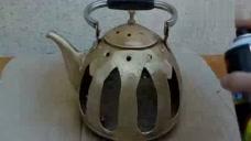 今天在家里打扫卫生,发现了一个茶壶,于是就自己改造了一下!