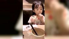 小宝贝吃柠檬的样子,实在是太可爱了
