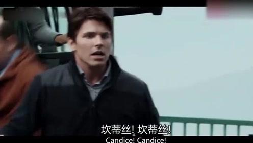 男子见车里空无一人,慌得一批,不料车子正在往桥下坠!
