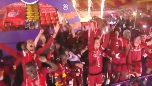 30年的等待利物浦捧起队史首座英超冠军奖杯全队高唱队歌