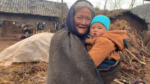 贫困山区留守老人,从没吃过这样的饭,狼吞虎咽的样子让人心酸