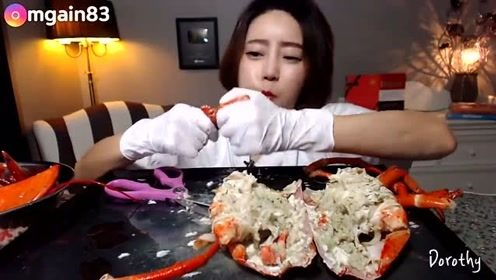 美食吃播:小姐姐一人独享超大龙虾,真有钱