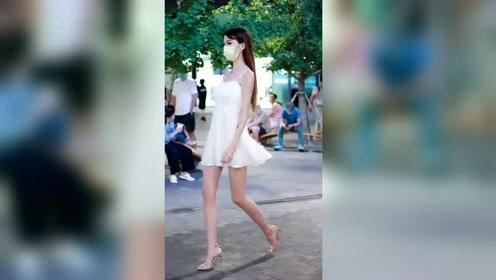 街拍美女最真实的大长腿女孩!