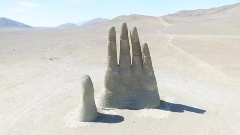 """沙漠中的""""五指山""""雕塑,距今不到30年,被游客写满到此一游!"""