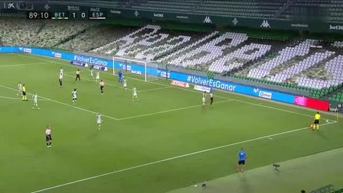 常规操作,西甲武磊门前1米世纪空门没踢进绝佳机会浪费