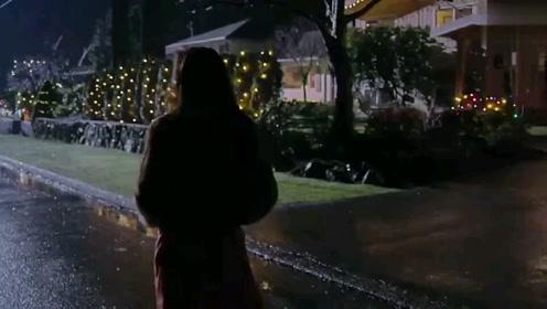 美女独自一人在街上闲逛,竟意外发现司机的家,还挺豪华
