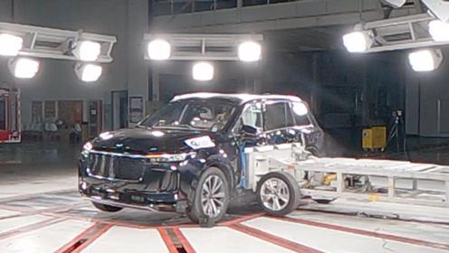 理想ONE侧面碰撞视频曝光:重量1.4吨的碰撞移动车几乎撞不动