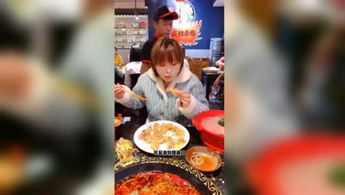 美食探店 我吃过最豪横的重庆火锅,酥肉有甘蔗那么粗
