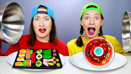 姐妹俩玩真假美食的游戏,真食物和橡皮糖美食