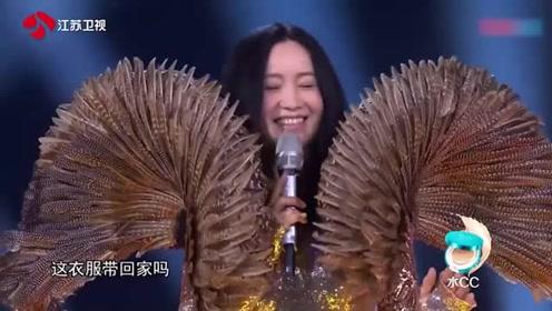 蒙面唱将:舞台首次出现双揭面,一个音乐魔术师,一个摇滚女歌手