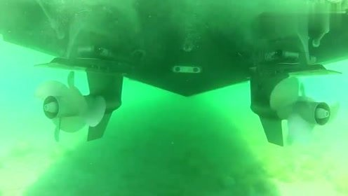 游艇下的螺旋桨是如何工作的,看完这段视频你就明白了!