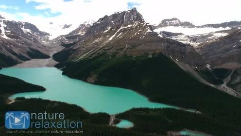 """航拍落基山脉,它被称为北美洲的""""脊骨"""""""