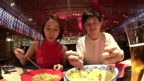 老外在中国:韩国女主播来到澳门,去吃白钟元推荐的美食,一口一个小笼包