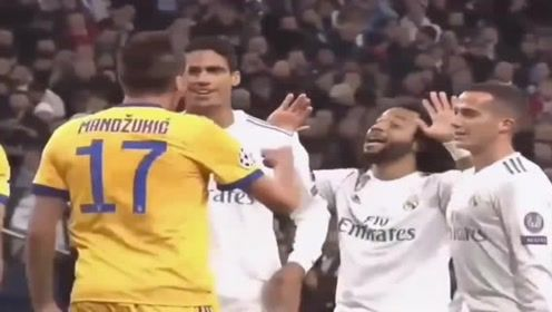 C罗欧冠最有压力一次点球破门后脱衣庆祝不惧黄牌球迷比他更紧张