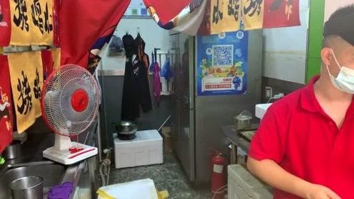济南美食街小吃,烤鸡爪,10元2串,先卤后烤,吃一口超满足