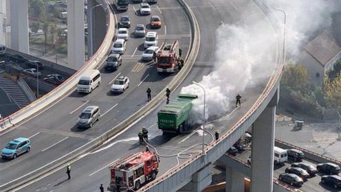 突发!上海南浦大桥一土方车起火,现场黑烟滚滚