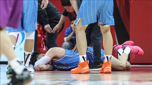 CBA判罚尺度是严是松? 抢篮板牙被打掉 裁判回看:没问题!心疼李慕豪
