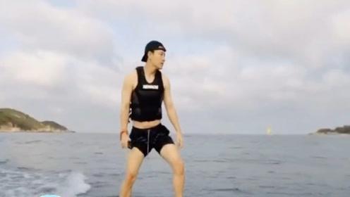 贾乃亮李小璐陪甜馨海边游玩,难道这是有复合的意思吗?