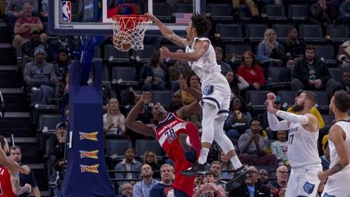 15日NBA十佳球 穆雷自抛自扣引爆全场克拉克霸王隔扣马辛米