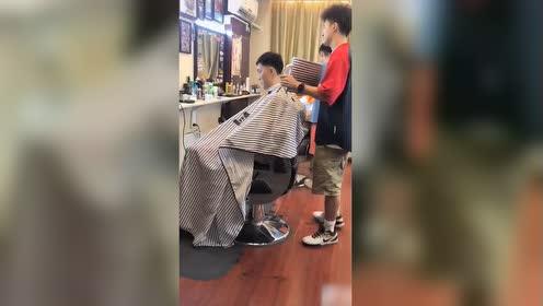 胡明轩结束集训后剪头发 胡椒仔的新发型你觉得如何?