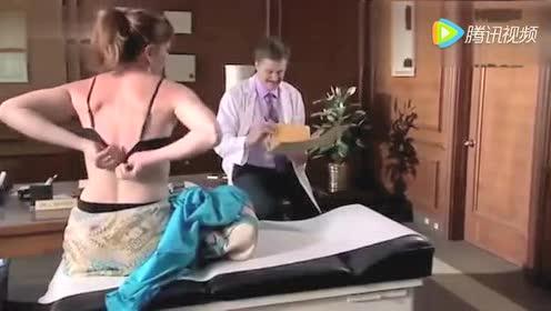 搞笑视频高清 冒牌医生诱骗美女脱下内衣