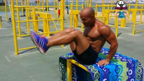 健身教程让胸肌更大的俯卧撑技巧