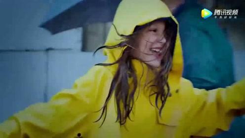 雅尼浪漫轻音乐《雨中漫步》旋律太美了,唯美视听!