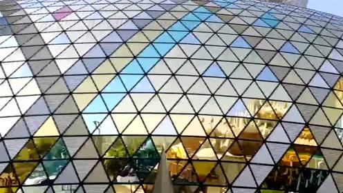"""带大家看看闻名全世界的澳门新葡京娱乐城,又称""""赌城"""""""