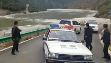 雅鲁藏布江堰塞湖惊险一幕:人刚撤离 大桥就被冲毁